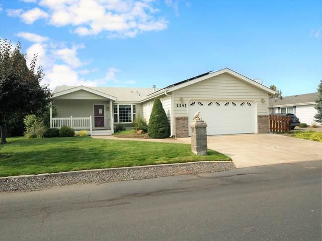 2247 NE Wintergreen Drive, Bend, OR 97701 (MLS #220109331) :: Premiere Property Group, LLC
