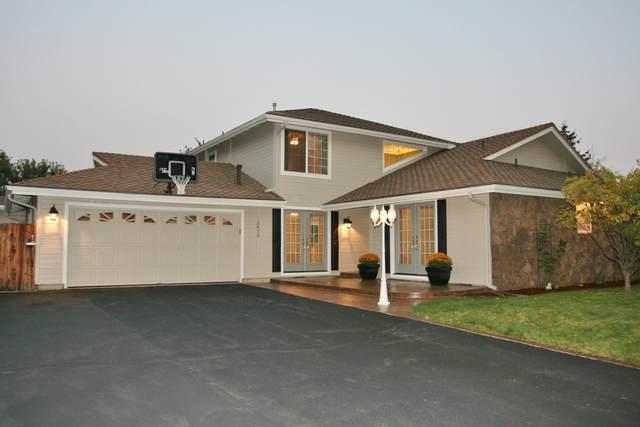 3833 La Marada Way, Klamath Falls, OR 97603 (MLS #220109344) :: Premiere Property Group, LLC