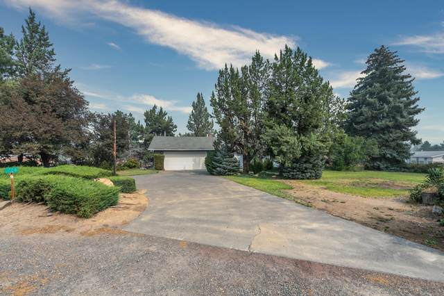 1724 SW 25th Street, Redmond, OR 97756 (MLS #220109349) :: Coldwell Banker Bain