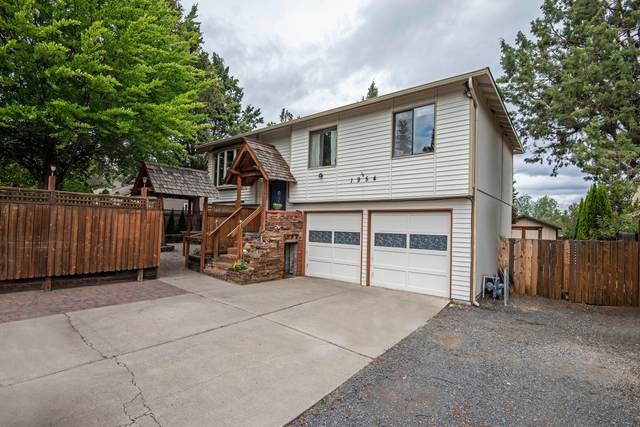 1954 NE Wells Acres Road, Bend, OR 97701 (MLS #220109359) :: The Ladd Group