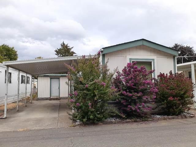 431 Ashwood Drive, Grants Pass, OR 97526 (MLS #220109372) :: Coldwell Banker Bain
