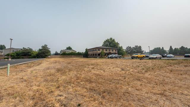 2722 American Avenue, Medford, OR 97504 (MLS #220109405) :: Team Birtola | High Desert Realty