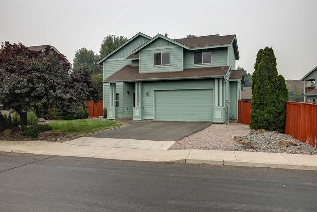 1339 NW 17th Street, Redmond, OR 97756 (MLS #220109406) :: Bend Relo at Fred Real Estate Group