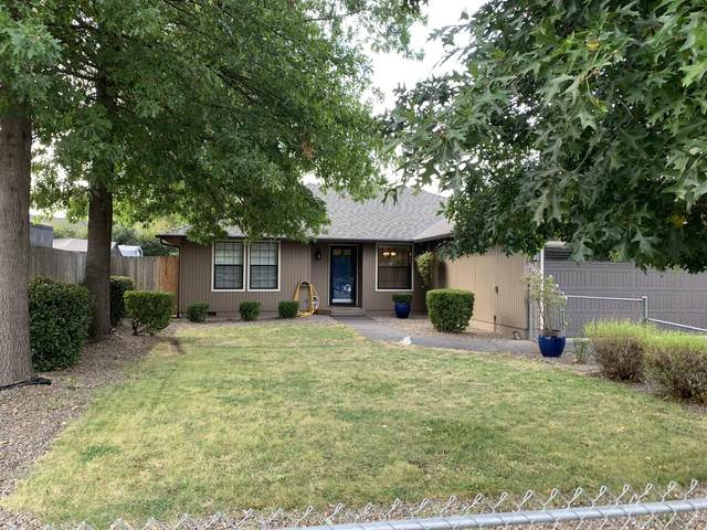 2962 Delta Waters Road, Medford, OR 97504 (MLS #220109425) :: Coldwell Banker Bain