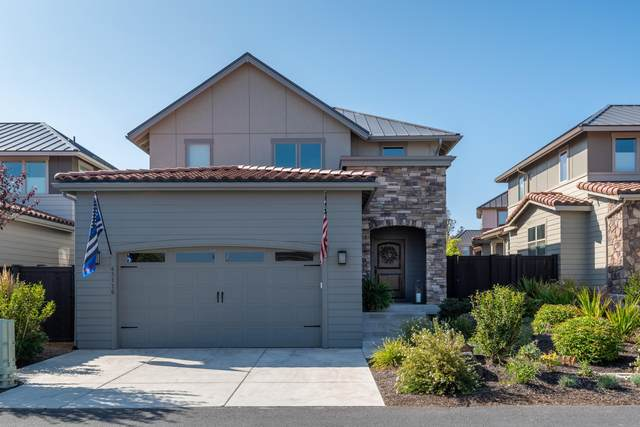 63110 NW Via Cambria, Bend, OR 97703 (MLS #220109472) :: Berkshire Hathaway HomeServices Northwest Real Estate
