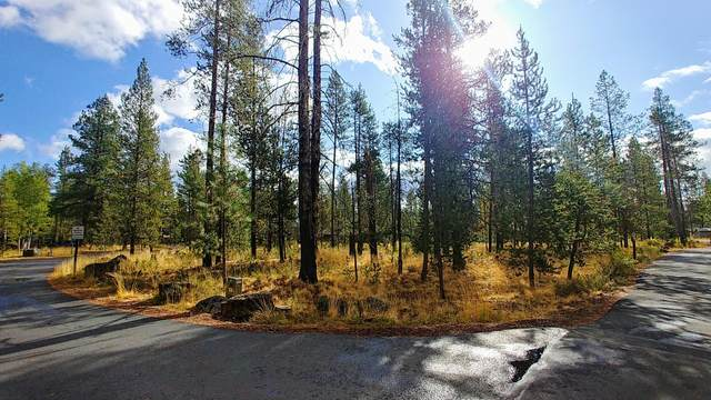 17599 Goldfinch Lane, Sunriver, OR 97707 (MLS #220109644) :: Team Birtola | High Desert Realty