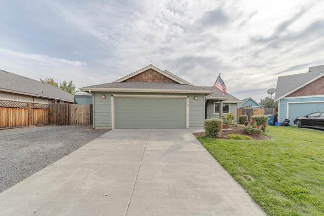 1150 NW 21st Place, Redmond, OR 97756 (MLS #220109661) :: The Ladd Group