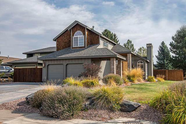 2970 NE Pinnacle Place, Bend, OR 97701 (MLS #220109668) :: Coldwell Banker Bain