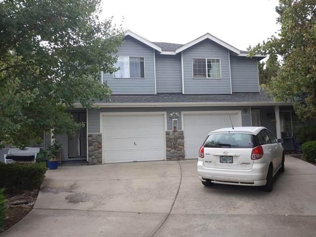 1559 SW Rimrock Way 1559-1561, Redmond, OR 97756 (MLS #220109699) :: Bend Homes Now