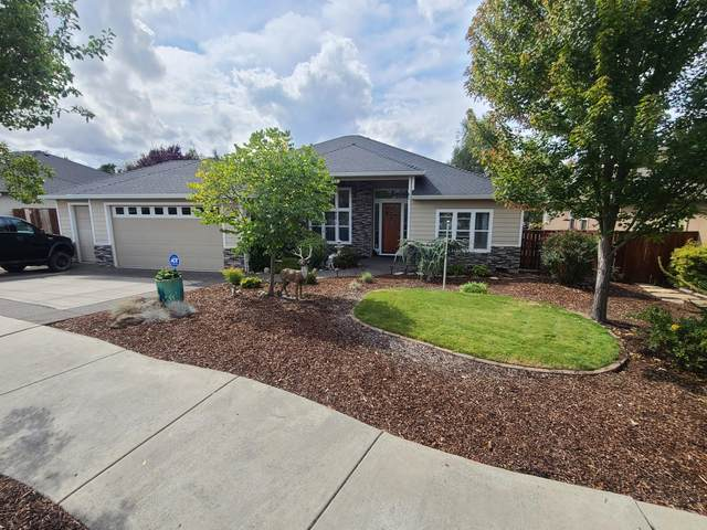 380 Leandra Lane, Eagle Point, OR 97524 (MLS #220109810) :: Berkshire Hathaway HomeServices Northwest Real Estate