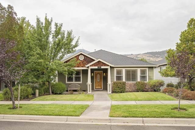 4679 Hathaway Drive, Medford, OR 97504 (MLS #220109907) :: Berkshire Hathaway HomeServices Northwest Real Estate