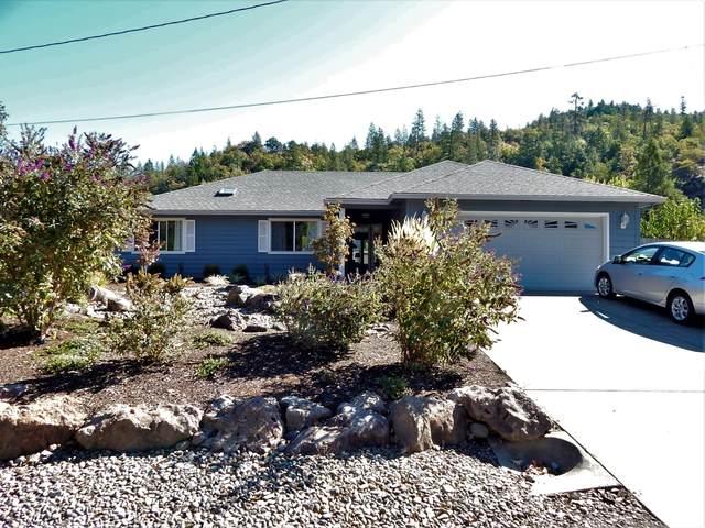 215 Penny Lane, Shady Cove, OR 97539 (MLS #220109908) :: Team Birtola | High Desert Realty