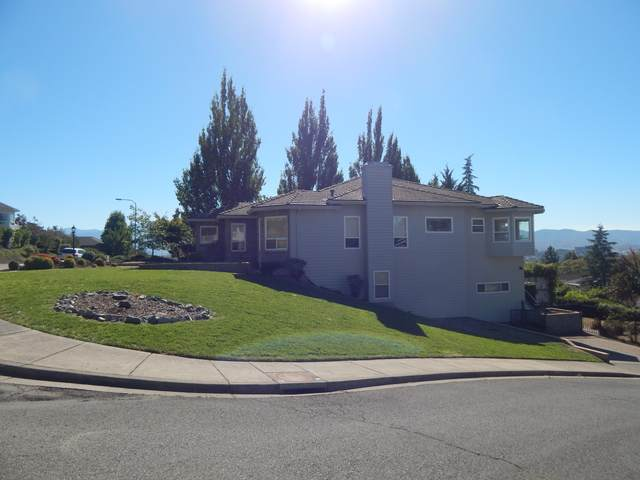 300 Orchard View Terrace, Medford, OR 97504 (MLS #220109911) :: The Ladd Group