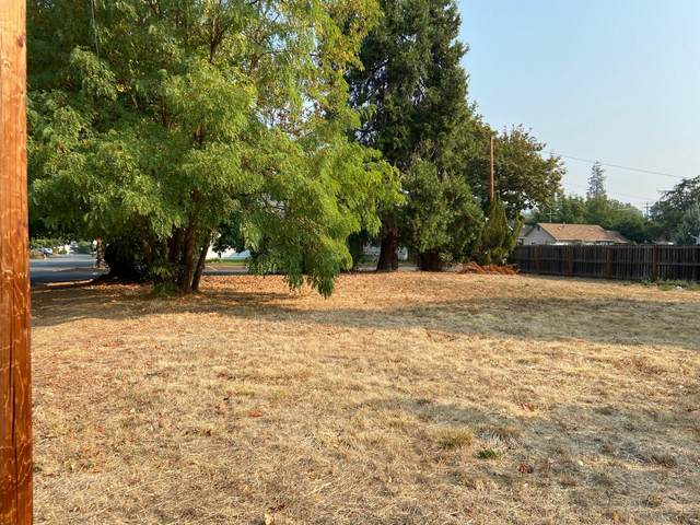 202 Arbor Street, Rogue River, OR 97537 (MLS #220110056) :: Vianet Realty