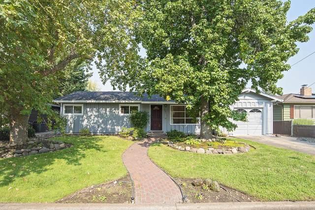 1401 Fortune Drive, Medford, OR 97504 (MLS #220110084) :: Central Oregon Home Pros