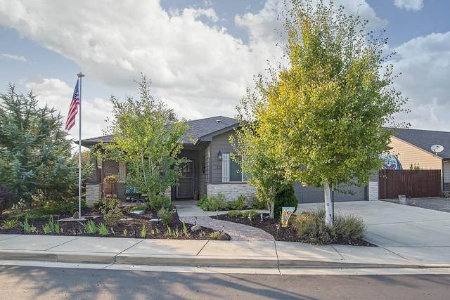212 White Oak, Shady Cove, OR 97539 (MLS #220110147) :: The Payson Group