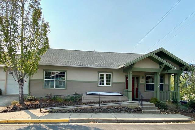 842 Stony, Ashland, OR 97520 (MLS #220110256) :: Bend Relo at Fred Real Estate Group