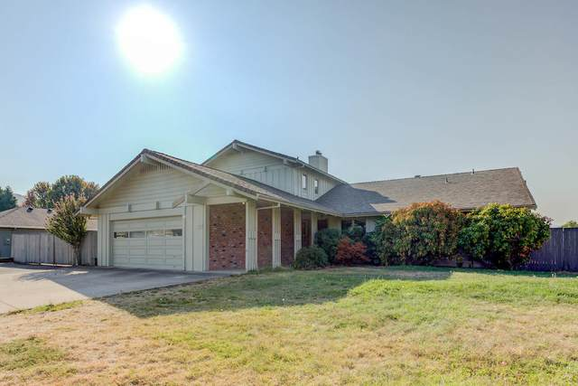 3410 Viewpoint Drive, Medford, OR 97504 (MLS #220110268) :: The Ladd Group