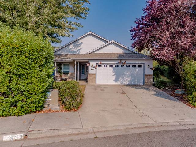 932 Rimrock Circle, Medford, OR 97504 (MLS #220110279) :: Windermere Central Oregon Real Estate