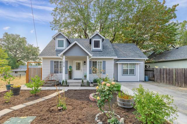 1015 SW Foundry Street, Grants Pass, OR 97526 (MLS #220110307) :: The Payson Group