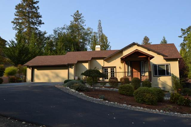 524 NW Valley View Drive, Grants Pass, OR 97526 (MLS #220110486) :: The Payson Group