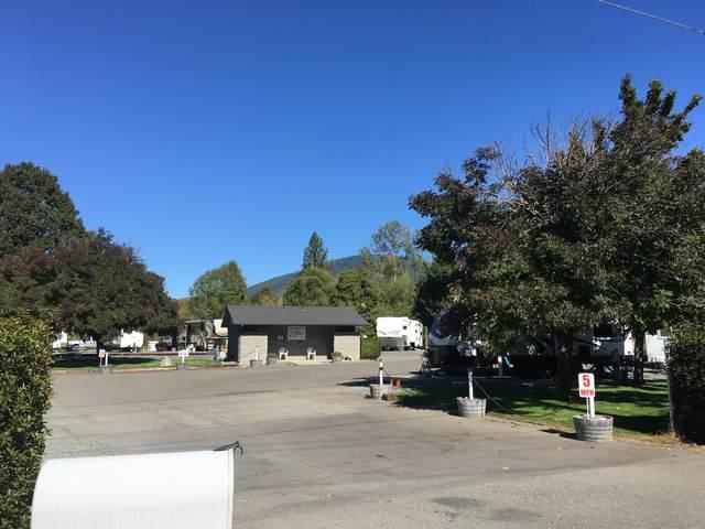 2630 Merlin Rd., Grants Pass, OR 97526 (MLS #220110579) :: Bend Homes Now