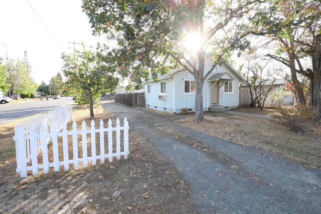 1303 SW Jordan Street, Grants Pass, OR 97526 (MLS #220110614) :: The Payson Group