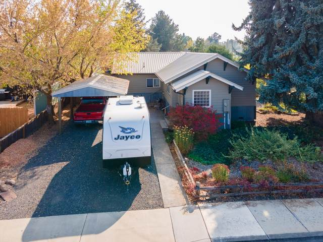 124 NW Dogwood Avenue, Redmond, OR 97756 (MLS #220110624) :: Coldwell Banker Sun Country Realty, Inc.