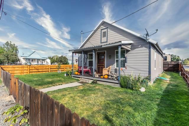 698 NW Beaver Street, Prineville, OR 97754 (MLS #220110716) :: Vianet Realty