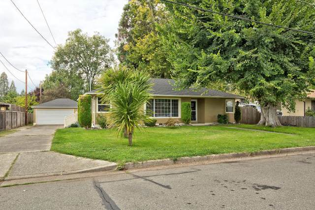 1088 SE Ashley Place, Grants Pass, OR 97526 (MLS #220110878) :: The Payson Group