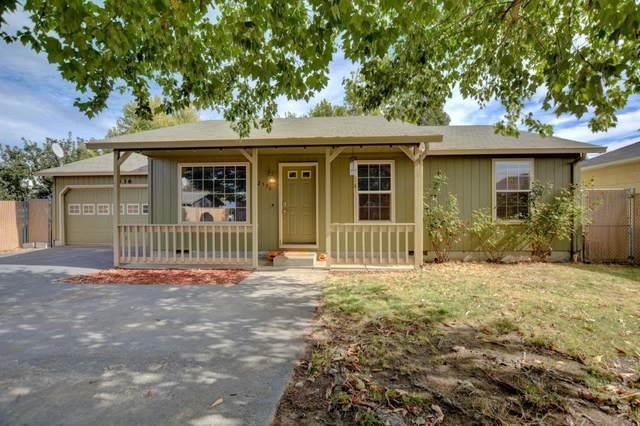 2536 Seneca Street, Medford, OR 97501 (MLS #220110889) :: Top Agents Real Estate Company