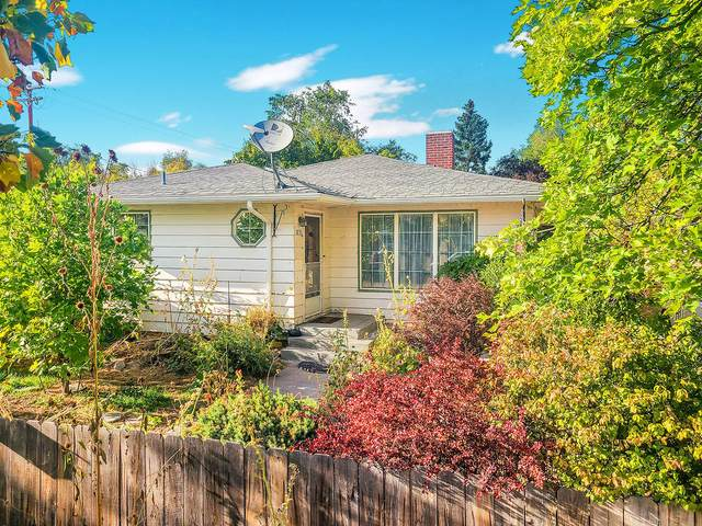1835 Manzanita Street, Klamath Falls, OR 97601 (MLS #220110947) :: The Ladd Group