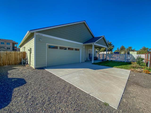 2377 NE Black Bear Court, Prineville, OR 97754 (MLS #220110960) :: Fred Real Estate Group of Central Oregon