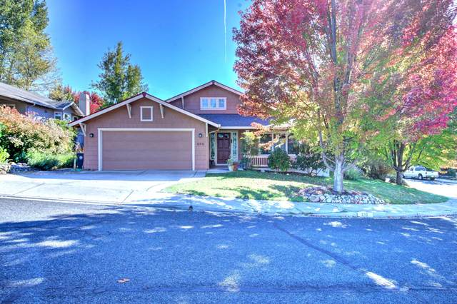 232 Phoenix Hills Drive, Phoenix, OR 97535 (MLS #220110981) :: The Payson Group