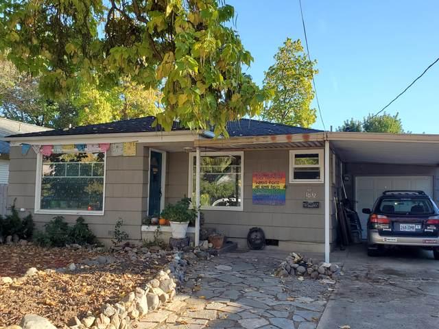 1032 Reddy Avenue, Medford, OR 97504 (MLS #220110988) :: The Ladd Group