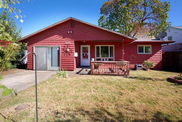 808 Summit Avenue, Medford, OR 97501 (MLS #220110996) :: The Ladd Group