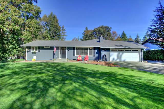 456 Carrollwood Drive, Grants Pass, OR 97527 (MLS #220111030) :: The Ladd Group