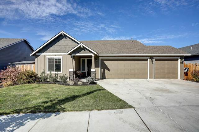 2894 NE Rainier Drive, Bend, OR 97701 (MLS #220111063) :: Vianet Realty
