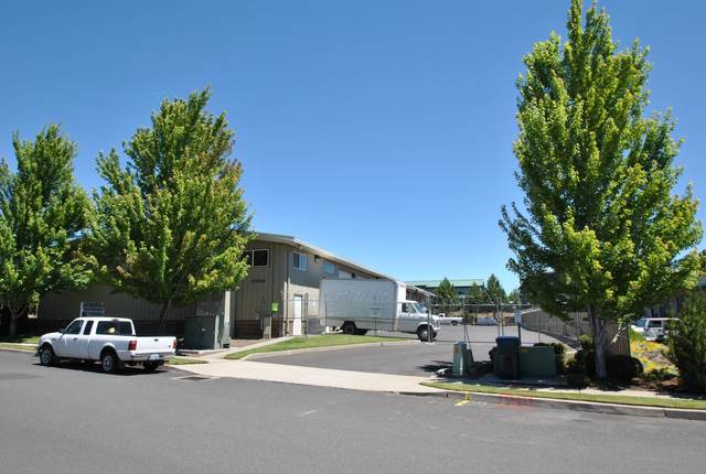 63026 Plateau Drive, Bend, OR 97701 (MLS #220111130) :: Coldwell Banker Sun Country Realty, Inc.