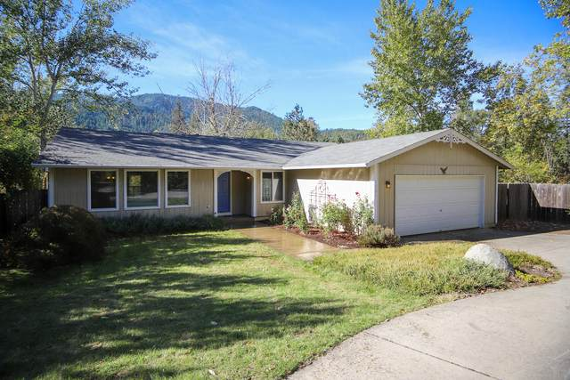 1221 E Evans Creek Road, Rogue River, OR 97537 (MLS #220111173) :: Vianet Realty
