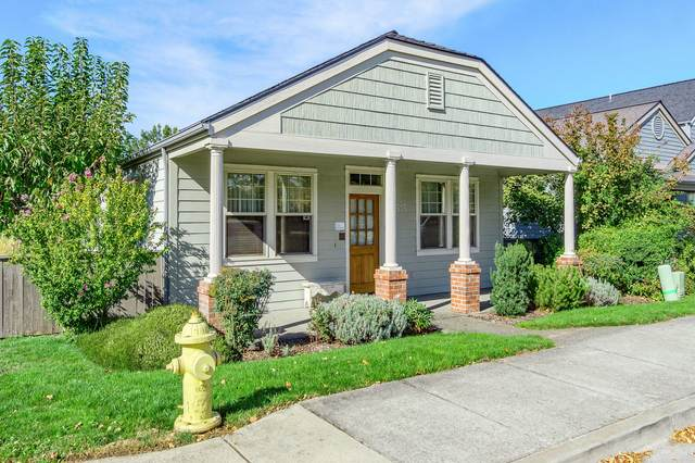 515 N Mountain Avenue, Ashland, OR 97520 (MLS #220111179) :: Bend Relo at Fred Real Estate Group