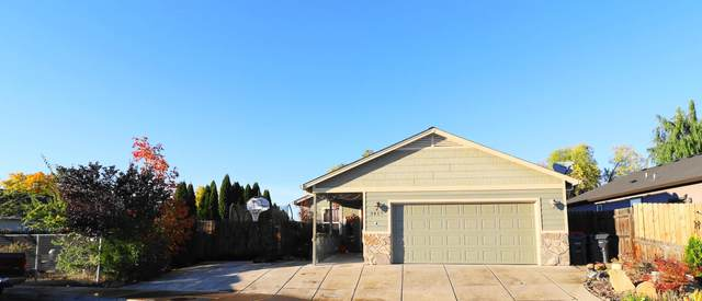 3417 Trent Avenue, White City, OR 97503 (MLS #220111205) :: Vianet Realty