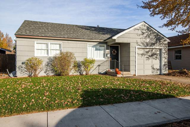 1046 SW 12th Street, Redmond, OR 97756 (MLS #220111248) :: Fred Real Estate Group of Central Oregon