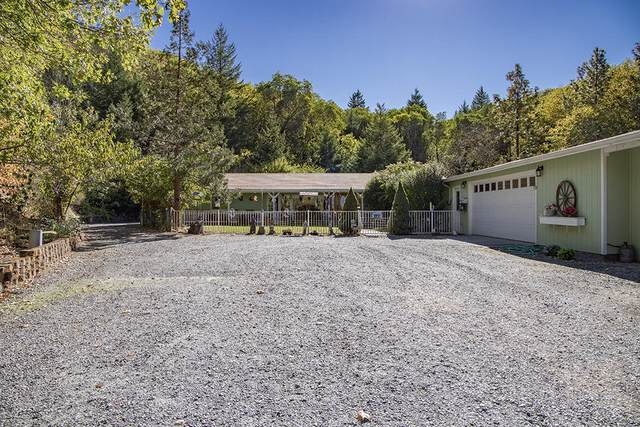 465 Brett Way, Grants Pass, OR 97526 (MLS #220111256) :: The Payson Group