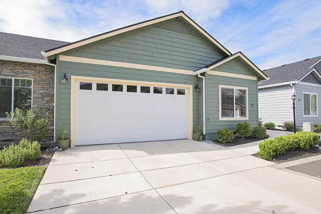 391 Live Oak Loop, Central Point, OR 97502 (MLS #220111299) :: Premiere Property Group, LLC