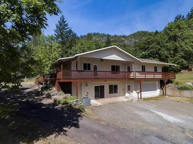 825 Trollview Road, Grants Pass, OR 97527 (MLS #220111325) :: Vianet Realty