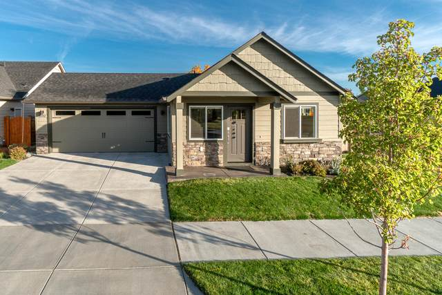21142 Thomas Drive, Bend, OR 97702 (MLS #220111354) :: Fred Real Estate Group of Central Oregon