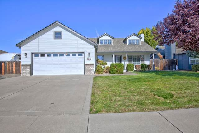 2463 St James Way, Central Point, OR 97502 (MLS #220111361) :: The Payson Group