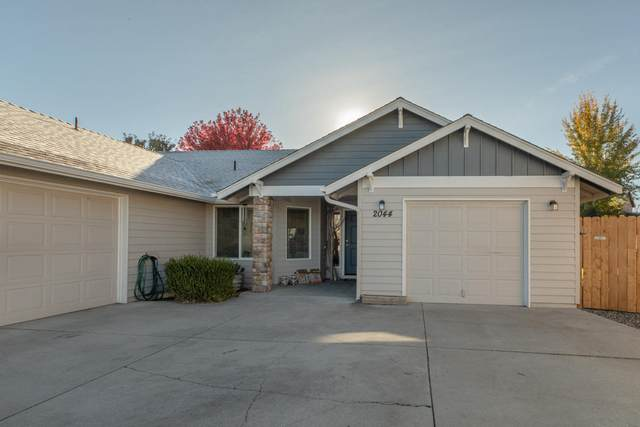 2044 NW 20th Court, Redmond, OR 97756 (MLS #220111390) :: Central Oregon Home Pros