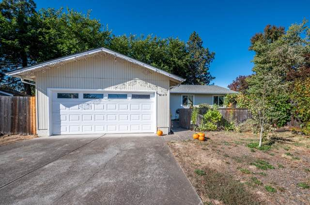 2549 Fontaine Circle, Medford, OR 97504 (MLS #220111445) :: Bend Relo at Fred Real Estate Group